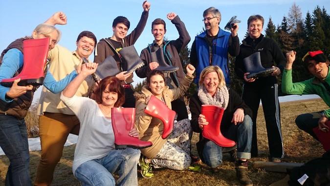 außergewöhnlicher Spaß im Team beim Stiefelkick im Südschwarzwald Event-Zentrum