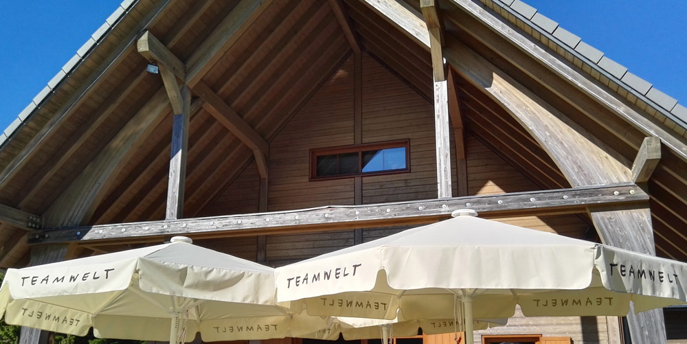 neue Teamwelt-Sonnenschirme für Sommer-Events im Schwarzwald
